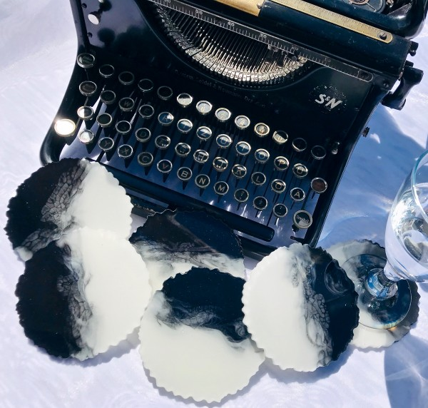Resin Geode Coaster - Black & White / 6er Set
